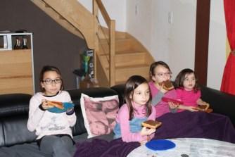 Des gaufres devant un bon film un bon dimanche en famille