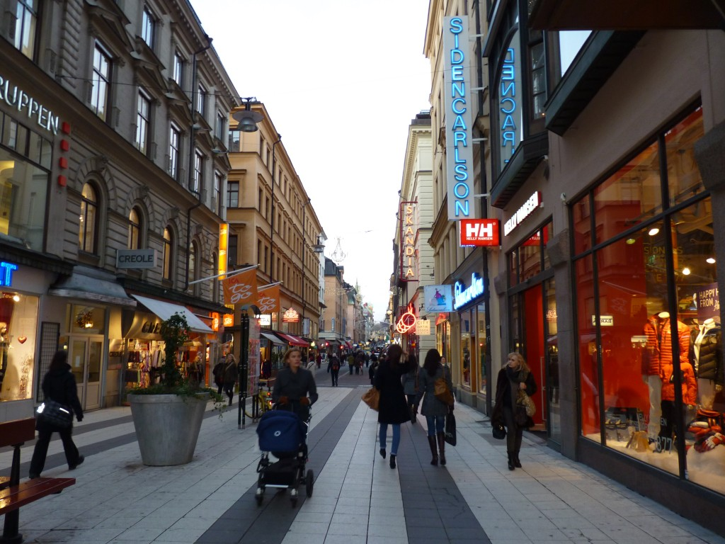 stockholm-rue-commercante