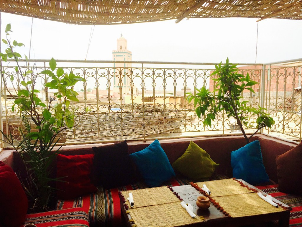 marrakech-cafe-arabe-vue-medina