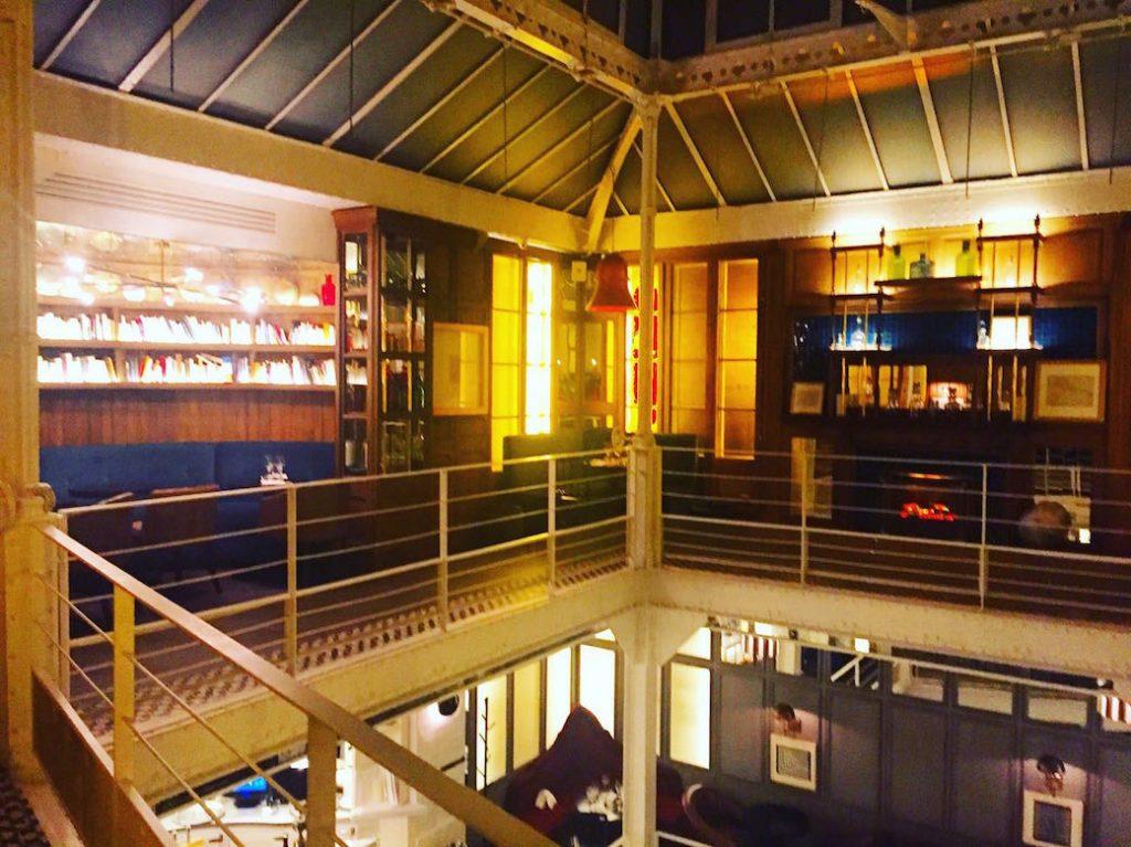 les-chouettes-restaurant-paris-bibliotheques-exploratrices