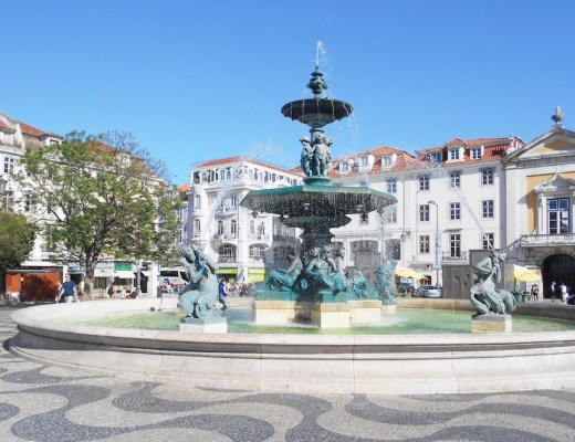 lisbonne-explorer-ville-fontaine-praca-do-rossio