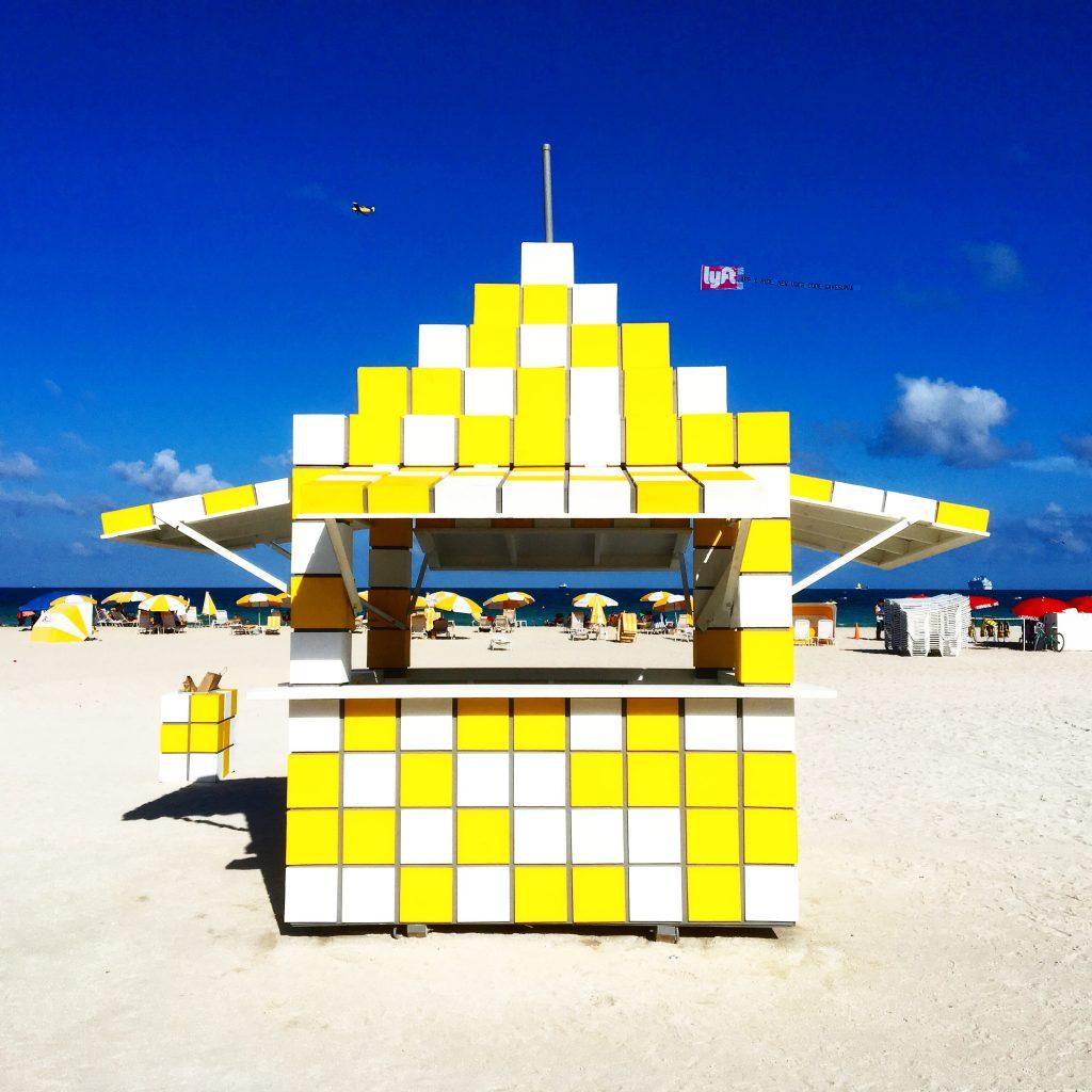 cabane-jdamier-jaune