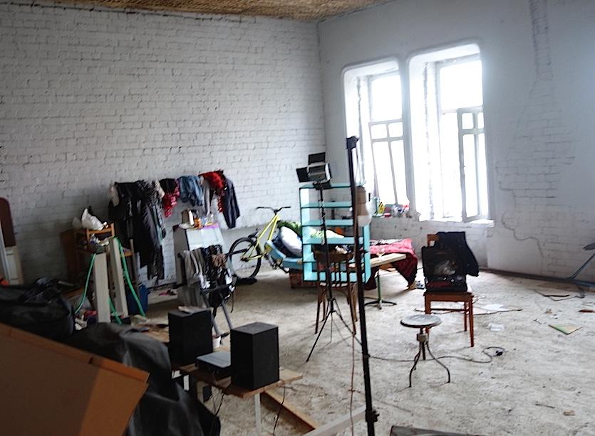 transsiberien-le-squat-des-artistes-chambre