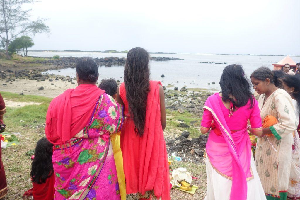 les-exploratrices-maurice-le-bouchon-fete-hindoue