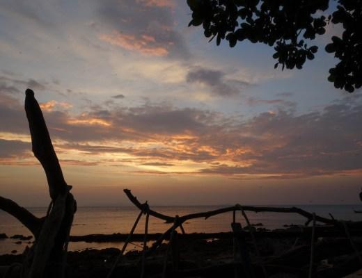 quoi faire à koh jum en thaïlande du sud ? boire un verre au rock bar