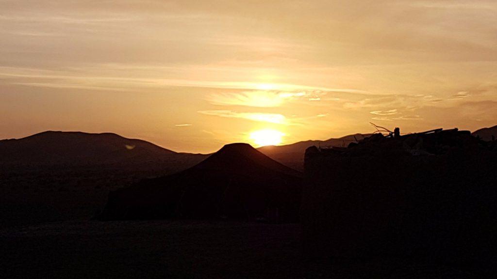 les-exploratrices-maroc-merzouga-coucher-soleil-nomades