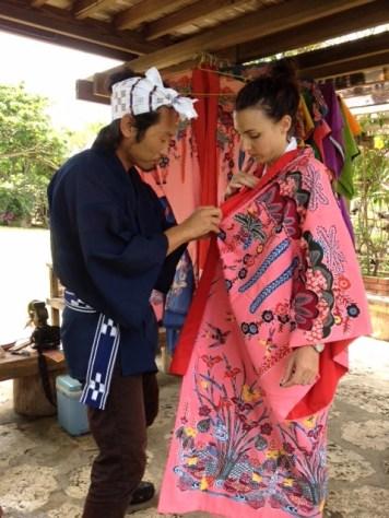 se faire habiller au yaima village à ishigaki