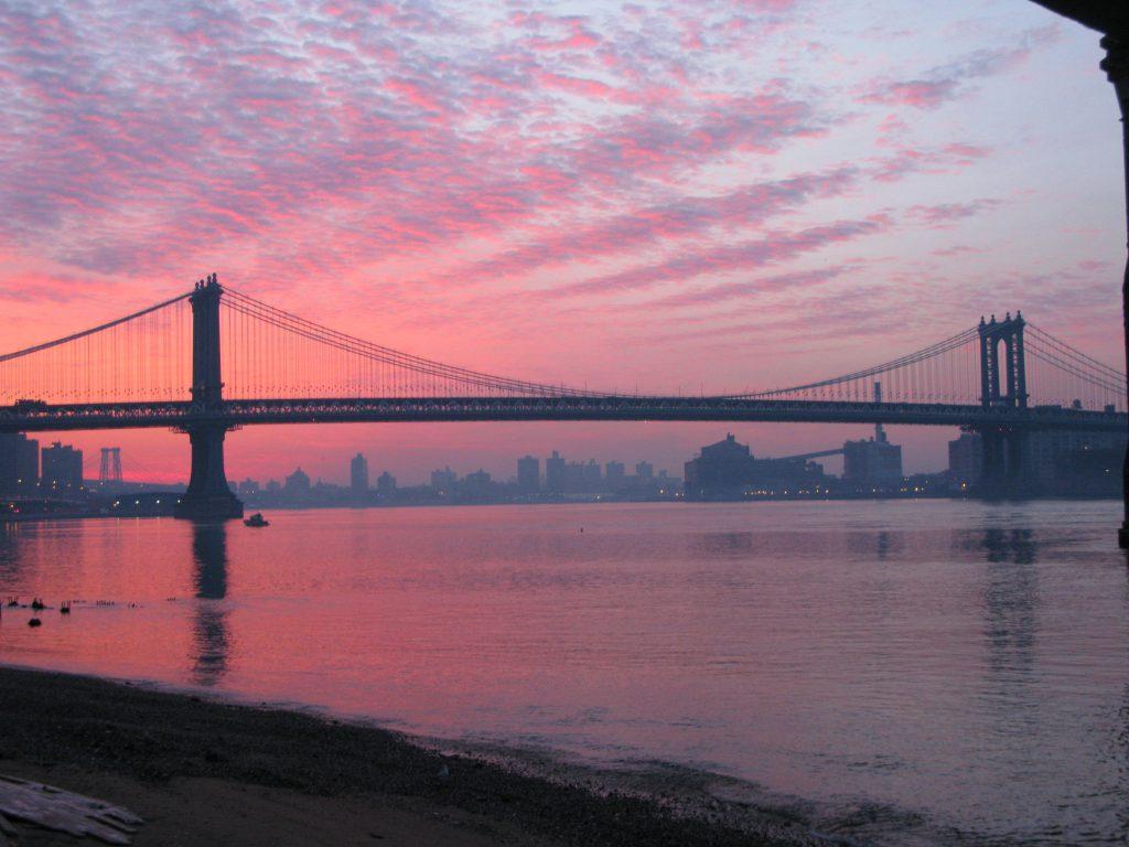 les-exploratrices-nyc-brooklyn-bridge-sunrise
