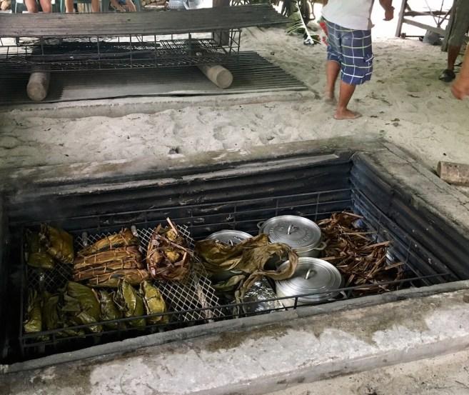 le four tahitien chez tara à Huahine