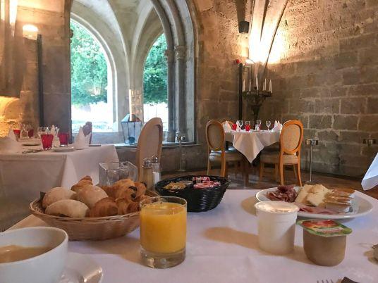 hotel-couvent-royal-var-petit-dejeuner-cloitre