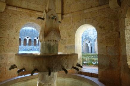 var-abbaye-du-thoronet-fontaine