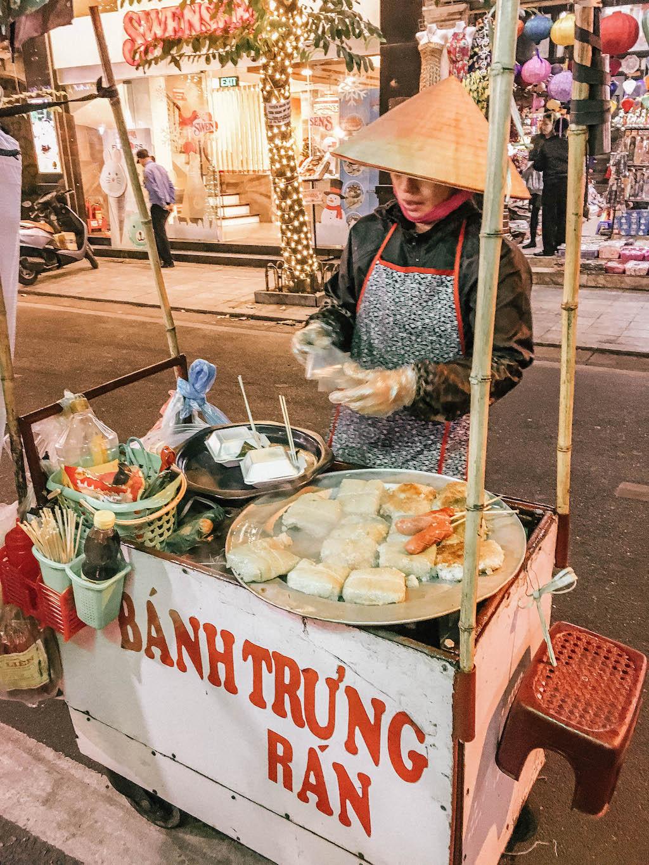 vietnam-airlines-hanoi-vendeur-de-rue-explorer-le-vietnam