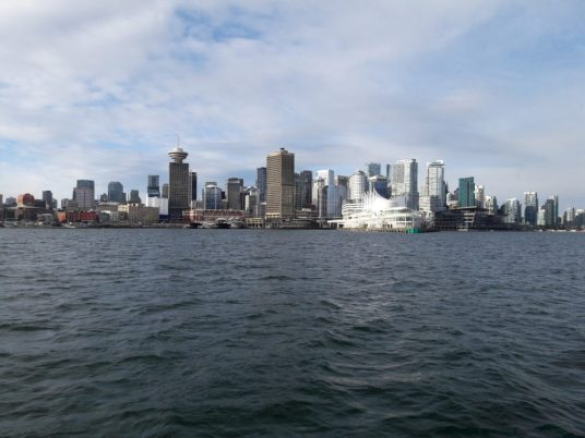 lily-les-exploratrice-vancouver-skyline-from-north