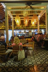 voyage-a-bali-canggu-restaurant-ulekan-salle