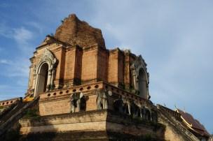 chiang-mai-Wat-Chedi-Luang-Worawihan-details