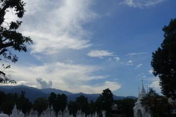 thailande-du-nord-Wat-Suan-Dok-montagnes