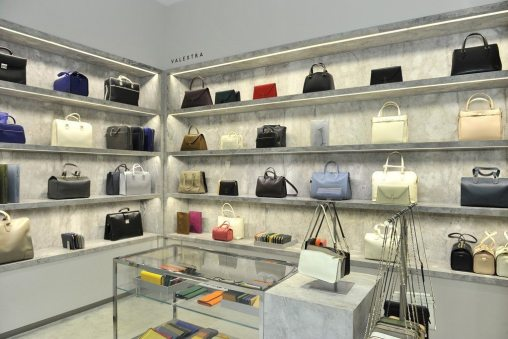 BARNEYS NEW YORK BOUTIQUE REOPENING IN BEVERLY HILLS 4