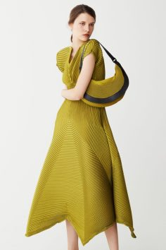 issey-miyake-pre-fall-2017-collection-24