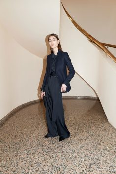 VICTORIA BECKHAM RESORT 2018 COLLECTION 28