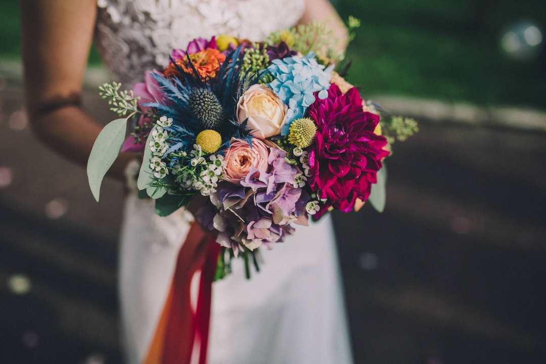 bouquet-mariee-coloree-fleurs