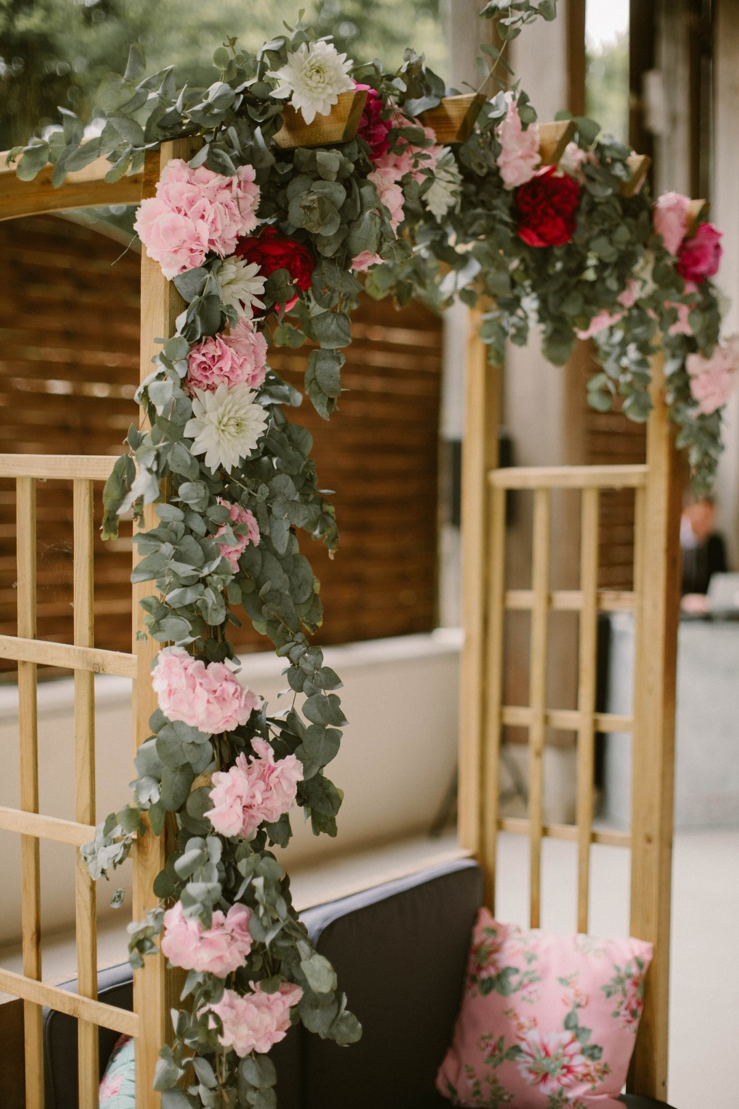 arche-fleurs-feuillage-mariage
