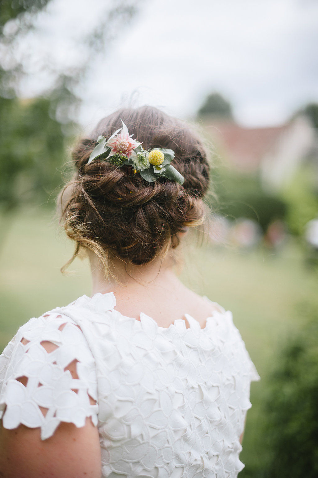 coiffure-peigne-fleuri-champetre-mariage