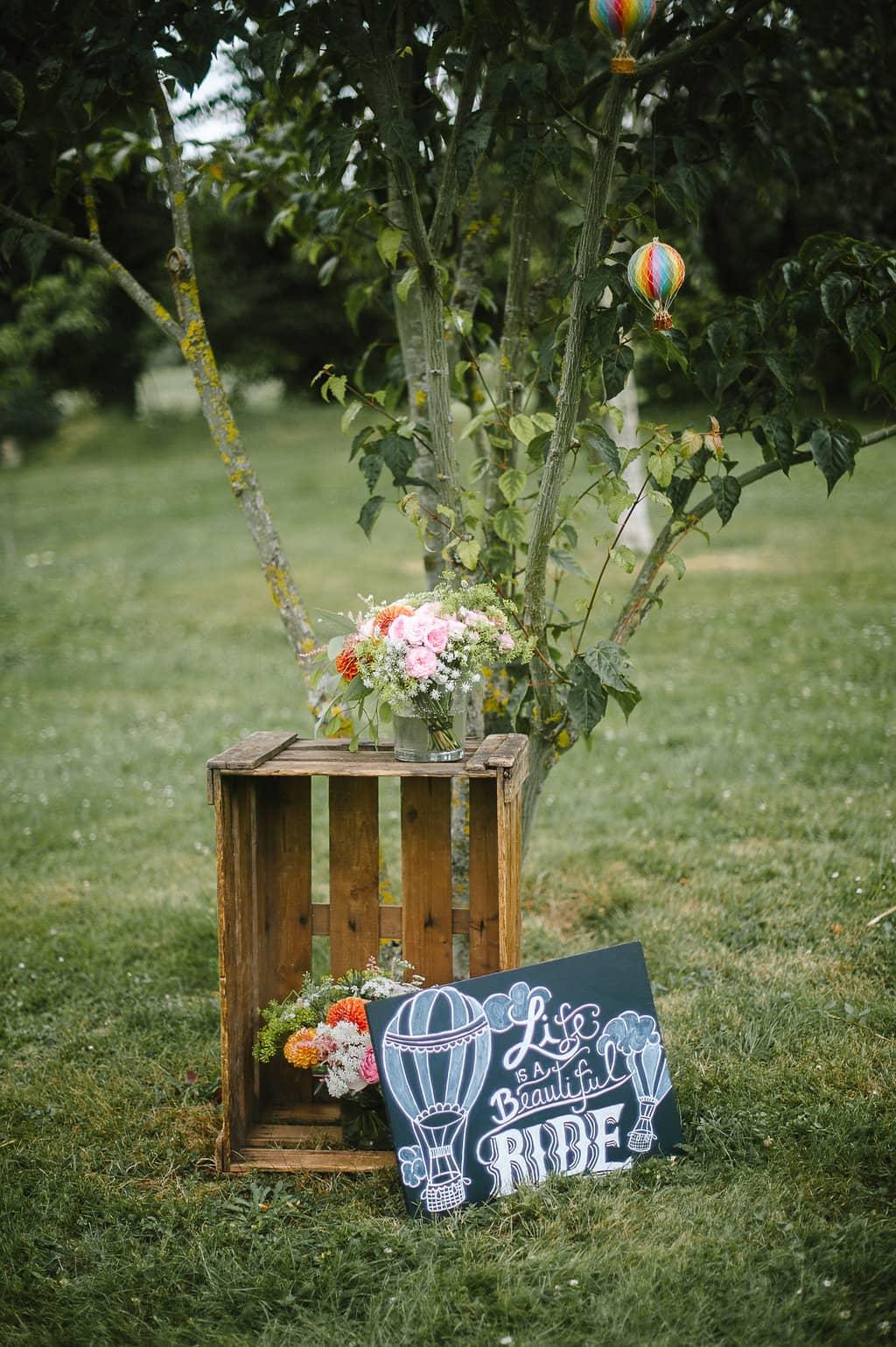 decoration-coin-marie-caisse-pomme-bouquet-mariage
