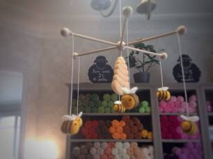 mobile en laine cardée