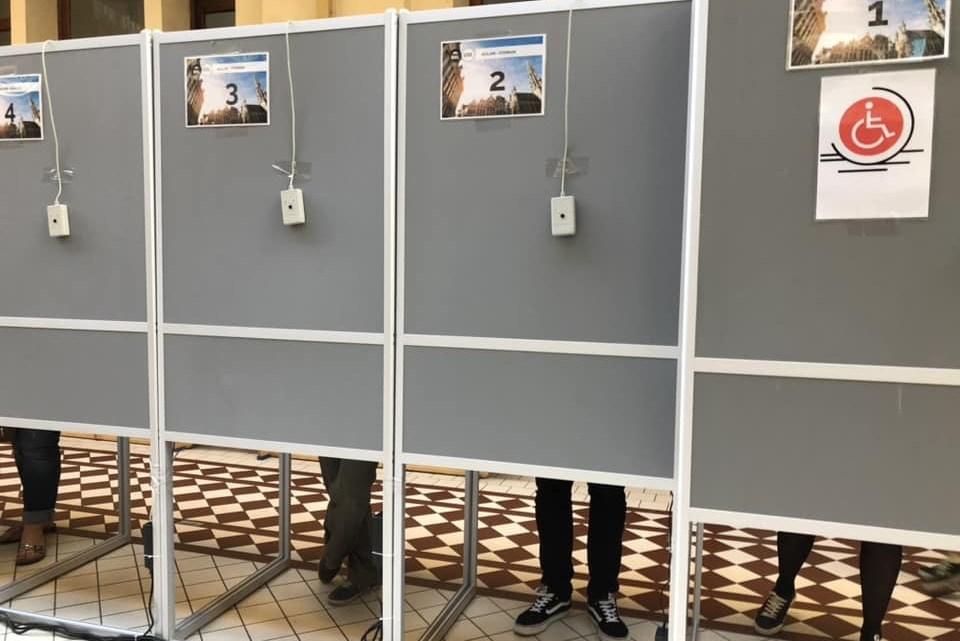 Municipales en Belgique : cafouillage dans les urnes et négociations intenses