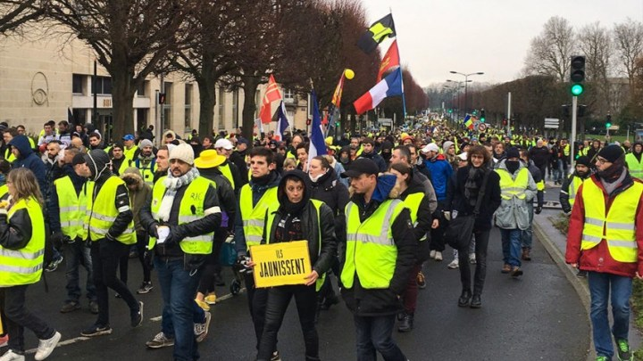 """A Paris, un « acte X » ! Des « gilets jaunes » qui commencent à se """"normaliser"""" –  VIDEOS"""