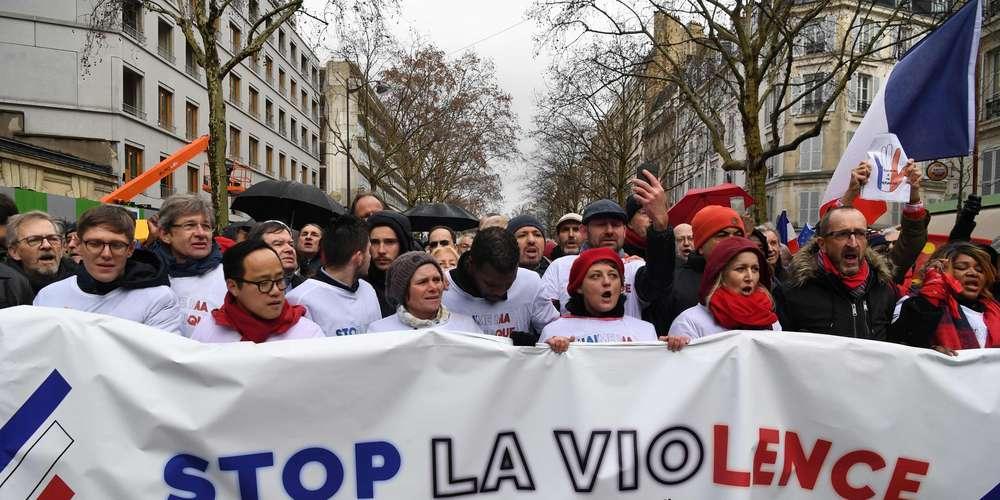 Marche des libertés : des milliers de «foulards rouges» ont défilé à Paris ce dimanche