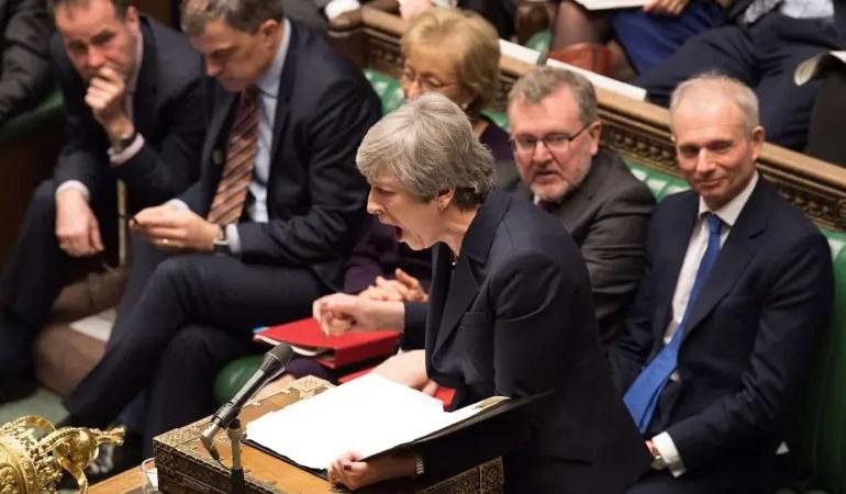 Theresa May offre sa démission pour sortir de l'impasse