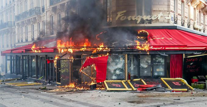 « Gilets jaunes »: un acte 18 marqué par un fort regain de violences à Paris – VIDEO