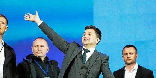 Ukraine saut dans l'inconnue après l'élection de l'acteur Zelensky à la Présidence