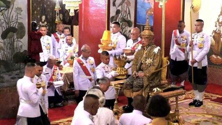 Thailande : Couronnement du roi Maha Vajiralongkorn – VIDEO