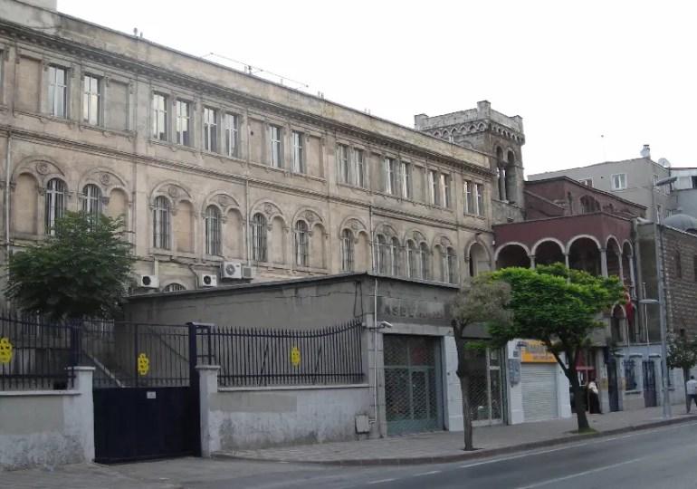 Tensions sur l'apprentissage du Turc en France et conséquences sur les lycées français en Turquie.