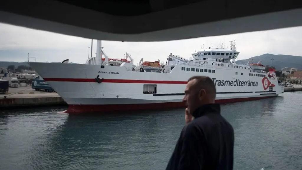 Maroc-France : Plus de liaisons maritimes et aériennes – la situation des expatriés et touristes français