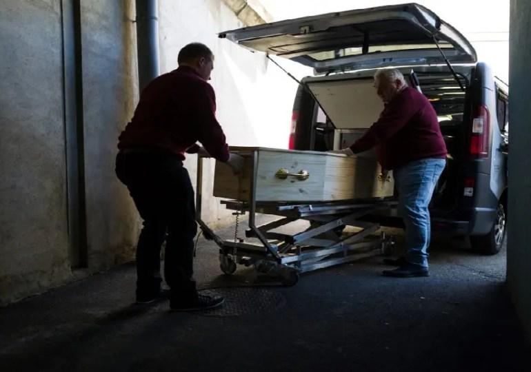 France : une morgue provisoire dans le marché international de Rungis