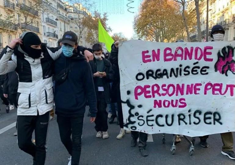 Les Gauches unies appellent à manifester samedi 5/12