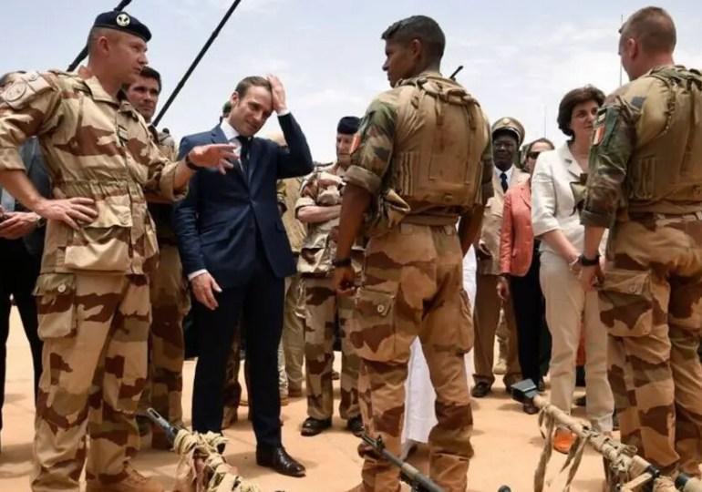 """Sahel : E. Macron annonce la fin de """"Barkhane"""""""