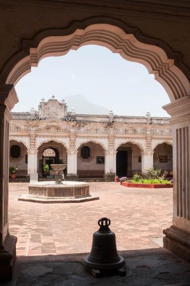Antigua monument arcade
