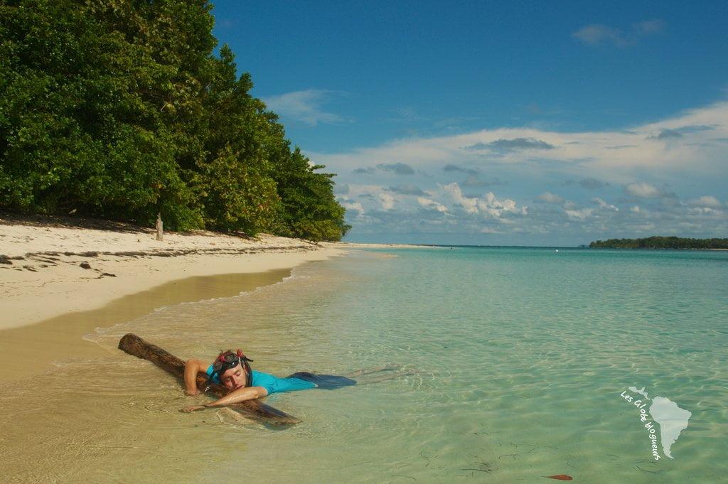 Enfin déserte, y'a toujours quelques touristes qui en profite pour faire des photos à la con entre deux baignades