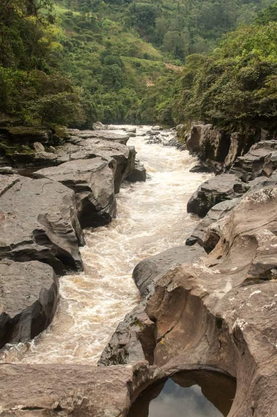 estrecha de agua cascade san agustin colombie