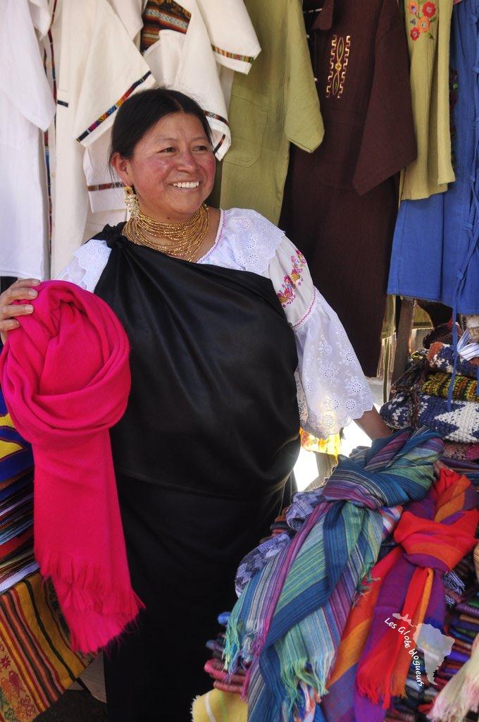 Le charmant sourire de la vendeuse m'a convaincu, je suis repartie avec un foulard