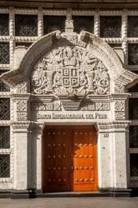 porte sculptée patrimoine pérou