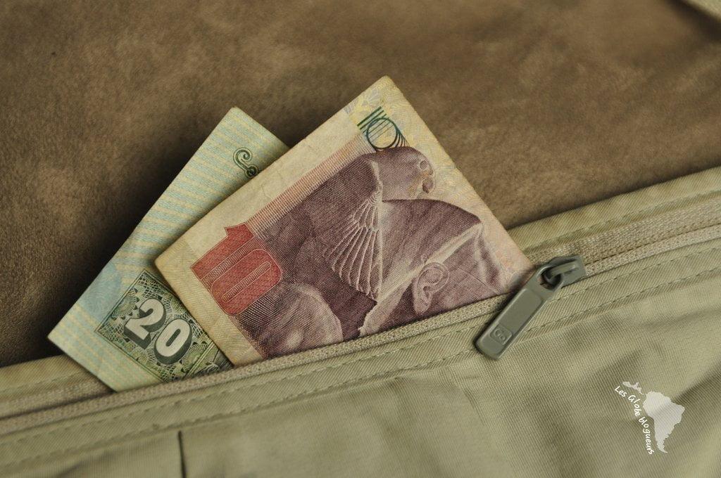 fae5f8bc9a8e Pochette ventrale bien utile pour cacher ses billets et éviter les  pickpockets