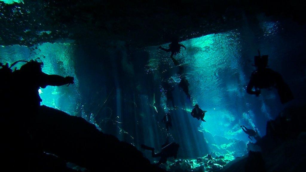 Un peu de plongée spéléo dans les étonnantes cénotes du Yucatan Photo : pavel yudaev - Creative commons