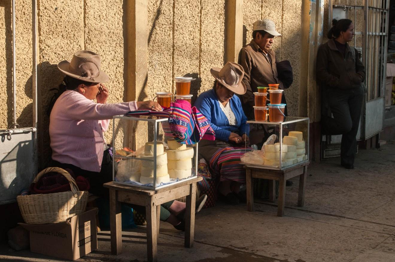 Chapeau typique de Huaraz et sa décoration en tissu