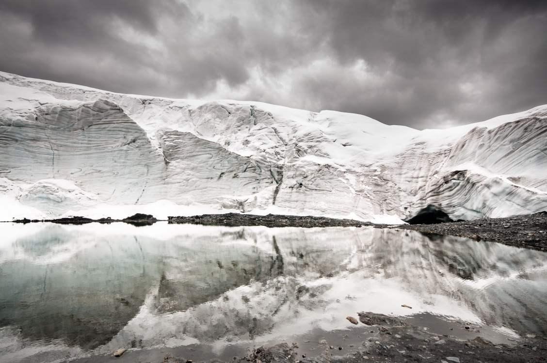 reflet sur le glacier pastoruri au perou dans la cordillère blanche