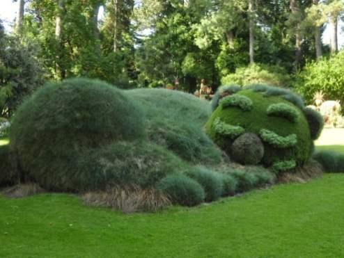 Création végétale de Claude Ponti - L'ours au jardin des plantes - Visible depuis le voyage à Nantes 2015